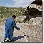 Качающийся камень и следы Ноя. Следы Ноя. Фото ИА Фергана.Ру