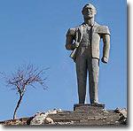 Памятник Человеку в Лянгаре. Фото ИА Фергана.Ру